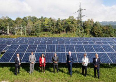 Eröffnung Ludmannsdorf: Gruppenfoto vor PV-Anlage